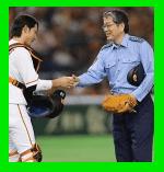 警視総監が始球式(高橋清孝)の動画の反応。高校野球の決勝戦の組み合わせ(日程・時間)